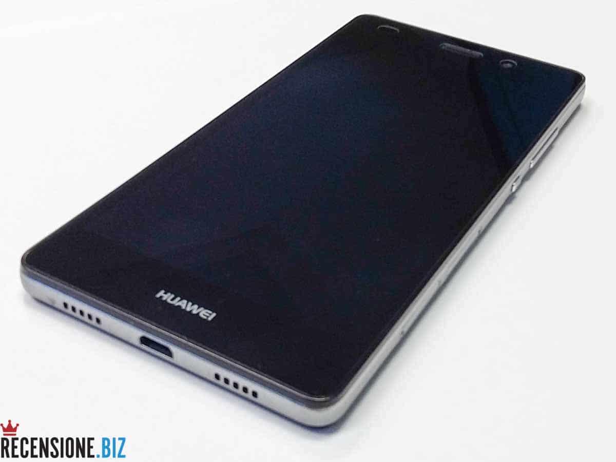 Huawei P8 lite tre quarti spento