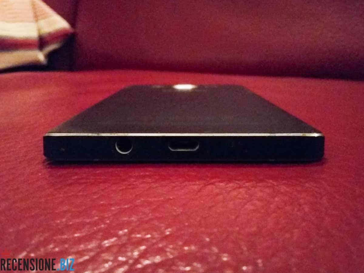 Samsung Galaxy A5 SM-A500F vista posteriore e connettore