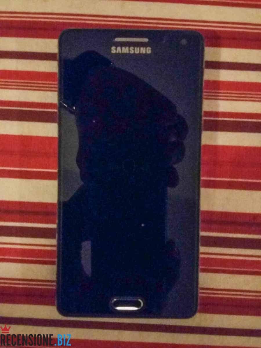 Samsung Galaxy A5 SM-A500F-vista frontale spento