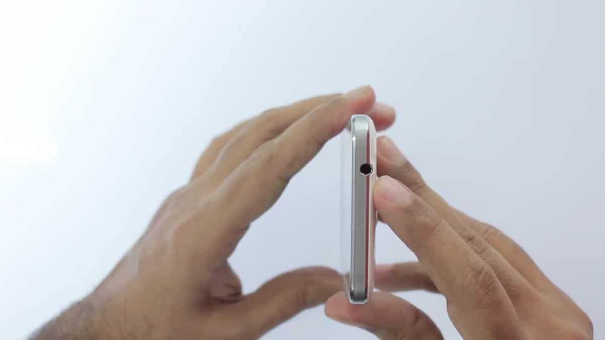 Samsung-Galaxy-Core-Prime-particolare-superiore-plug