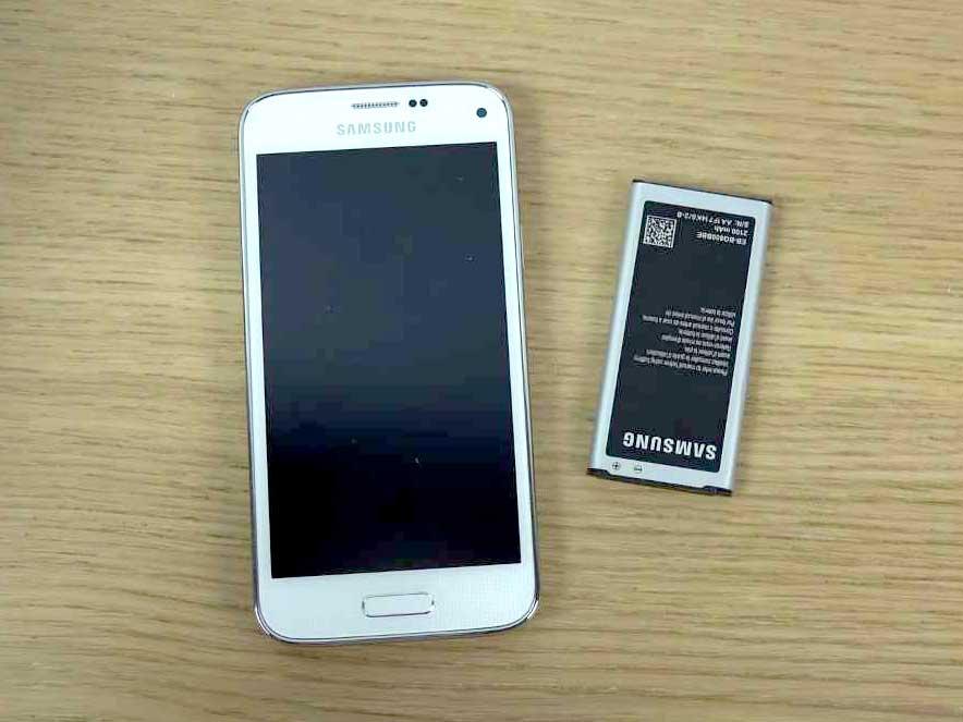 Samsung-Galaxy-S5-mini---anteriore-con-batteria
