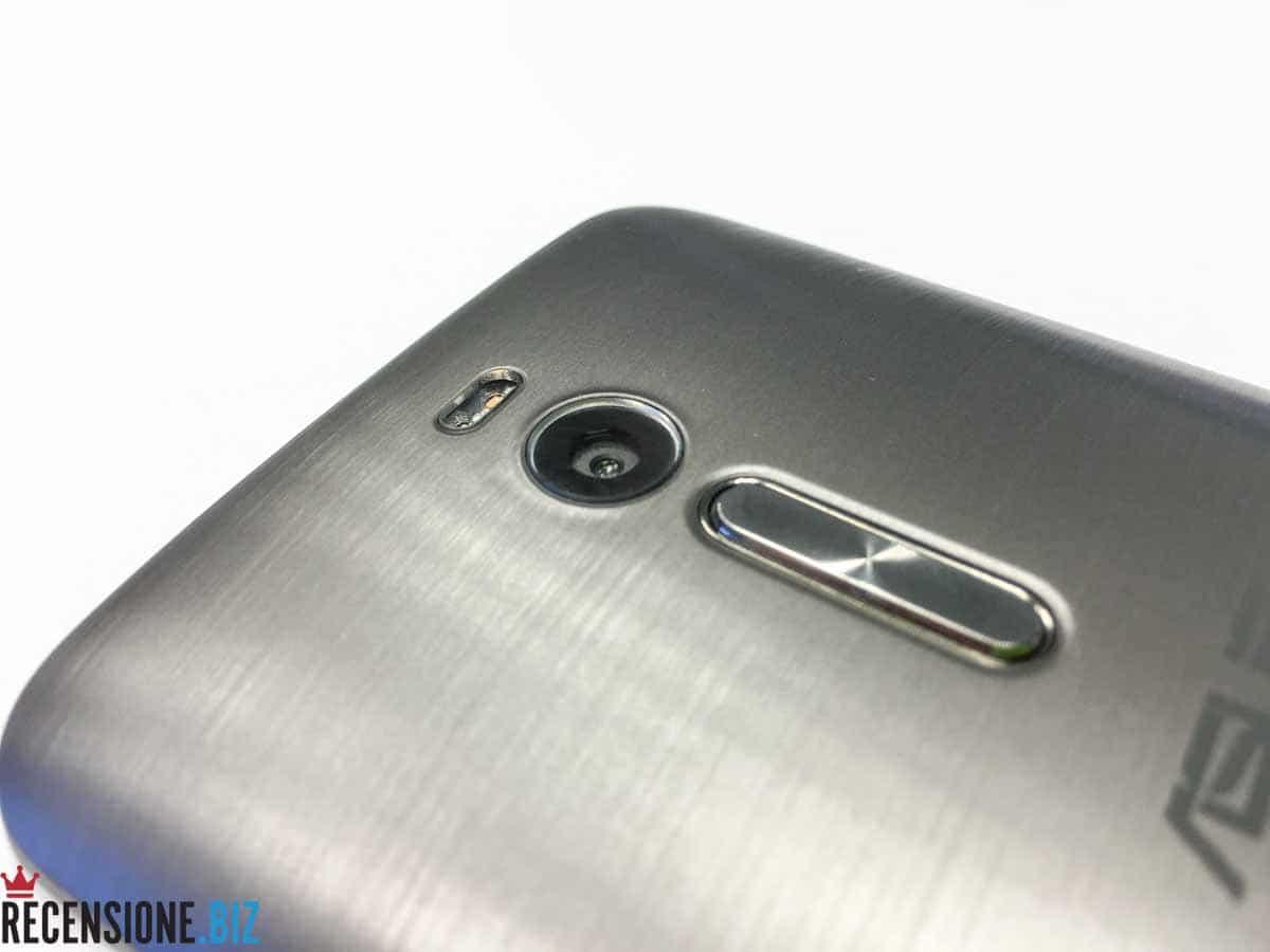 Asus Zenfone 2 ZE551ML dettaglio fotocamera