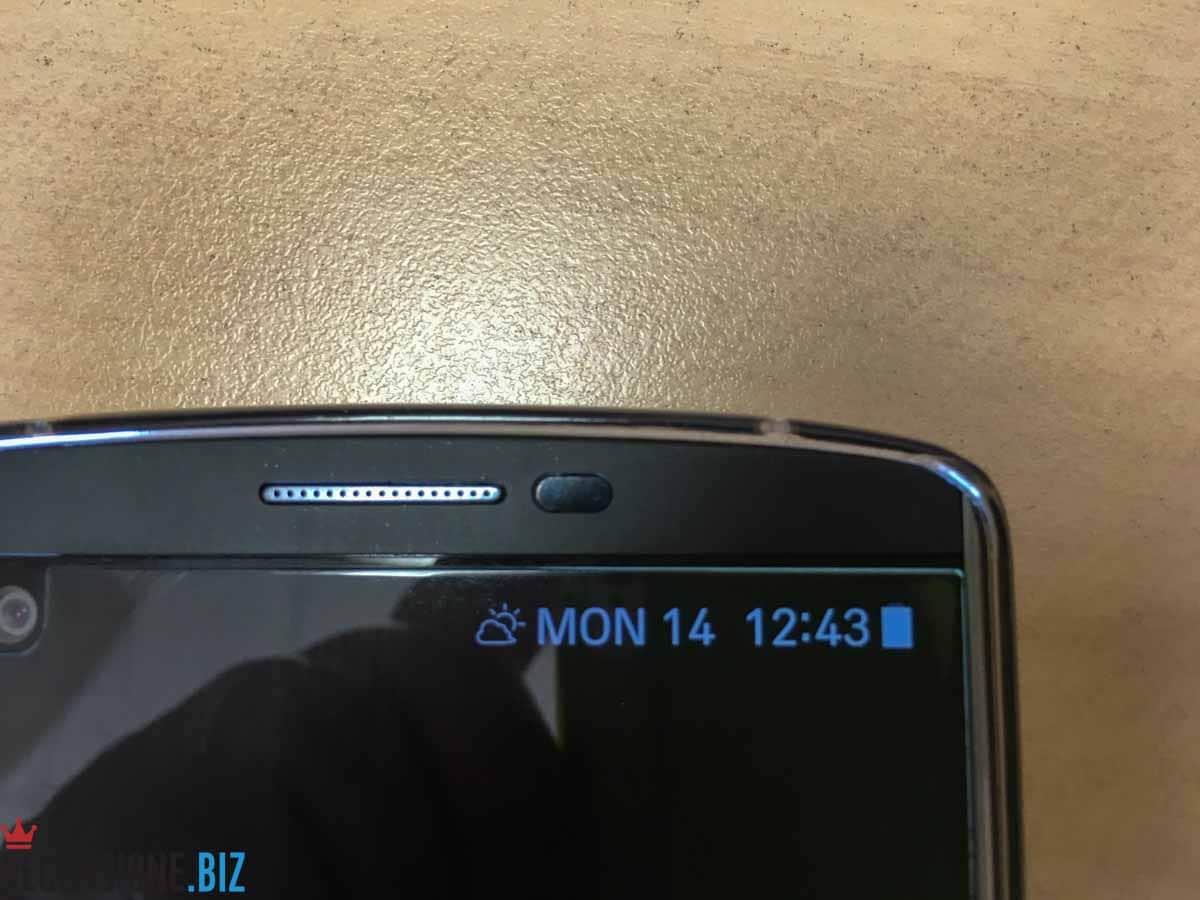 LG V10 close up secondo schermo default