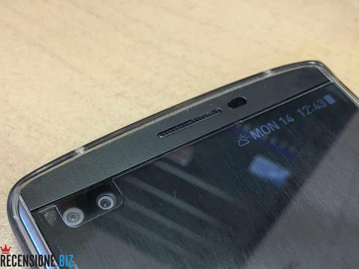 LG V10 dettaglio fotocamere anteriori e secondo schermo
