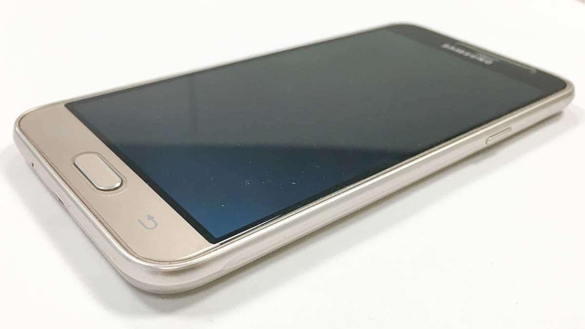 Samsung J3 tre quarti