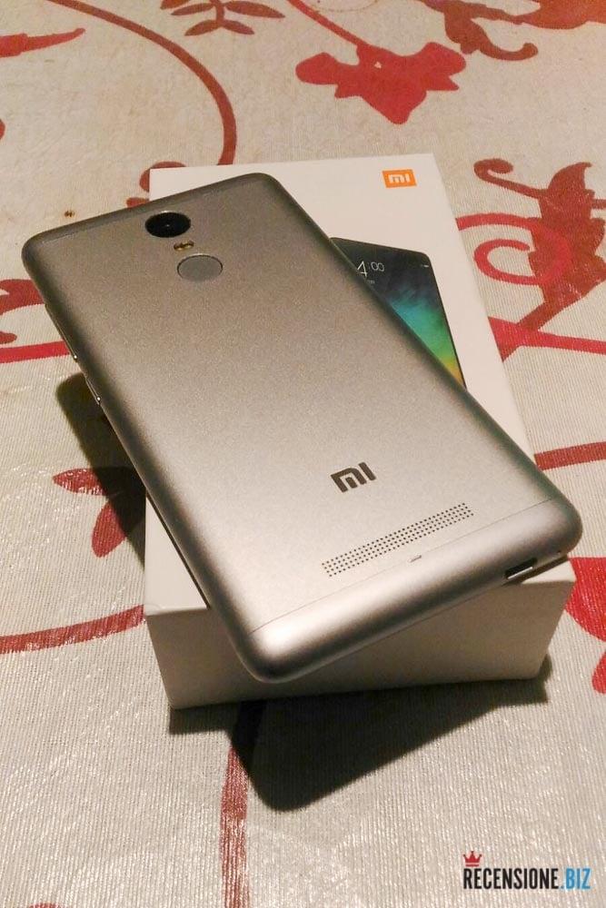 Xiaomi Red Mi Note 3 posteriore con scatola 2