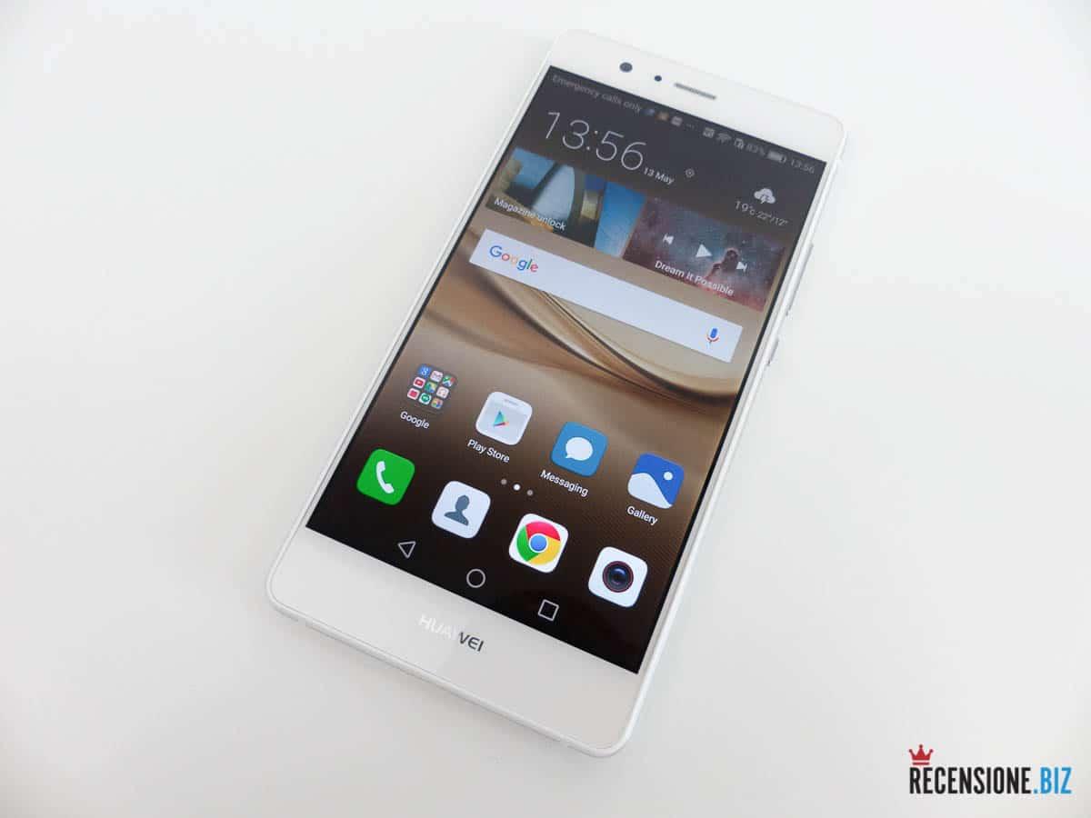 Huawei P9 lite - frontale tre quarti acceso