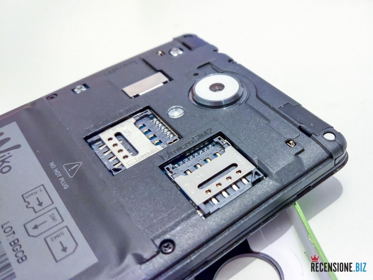 Wiko uFeel Lite - aperto con dettaglio Dual SIM