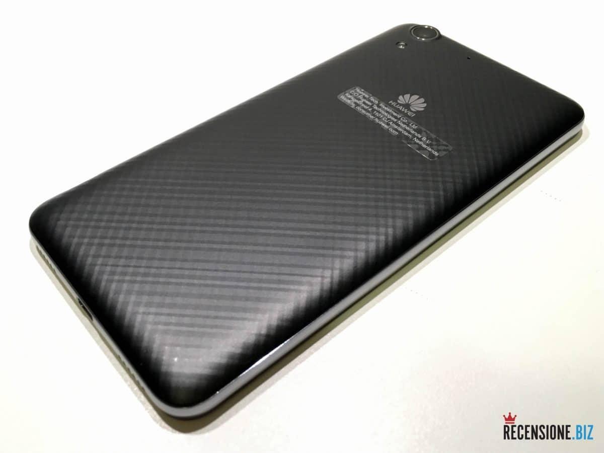 Huawei Y6 II tre quarti posteriore