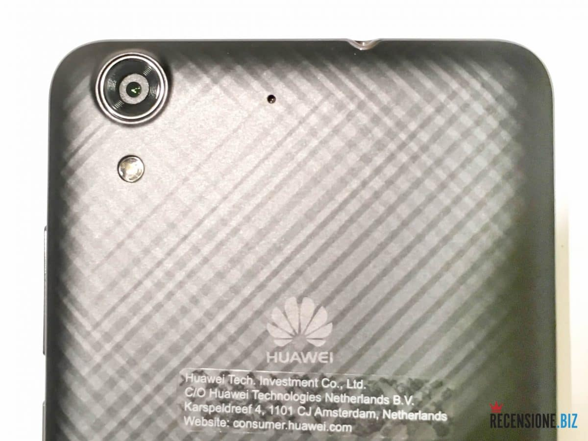 Huawei Y6 II dettaglio fotocamera e flash led