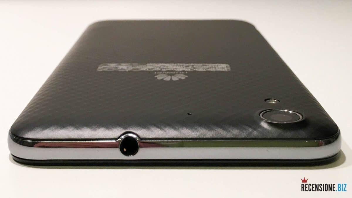 Huawei Y6 II lato superiore con uscita cuffie