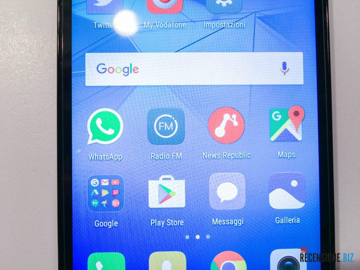 Huawei Y6 II dettaglio schermo acceso